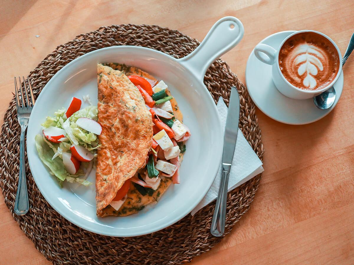 Mic dejun restaurant Piața Victoriei